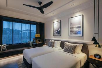 Grand Park City Hall - Deluxe Double or Twin Room