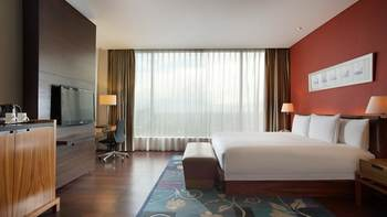 Hilton Bandung - Junior Suite, One King Bed Regular Plan