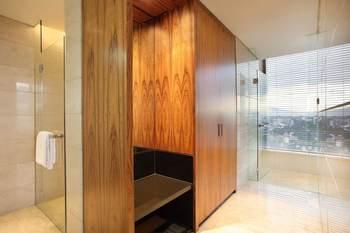 Hilton Bandung - Junior Suite, One King Bed Regular Plan