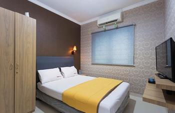 RedDoorz @ Lippo Cikarang 2 Jakarta - RedDoorz Room Special Promo Gajian