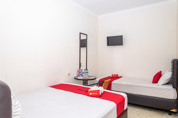 RedDoorz near Alun Alun Bandung 2 Bandung - RedDoorz Family Room Regular Plan