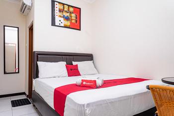 RedDoorz near Alun Alun Bandung 2 Bandung - RedDoorz Room Basic Deal