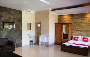 OYO 1722 Villa Ciparay Indah Garut - Suite Double Regular Plan