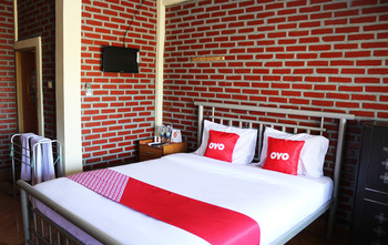 OYO 1722 Villa Ciparay Indah Garut - Standard Double Room Regular Plan