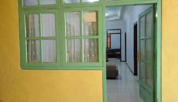 Homestay Wonotoro Asri 4 Gunung Bromo Probolinggo - 3 Bedroom + 1 Extra Bed Regular Plan