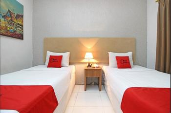 RedDoorz Plus @ Jl Jendral Sudirman Sukoharjo Sukoharjo - Twin Room Regular Plan