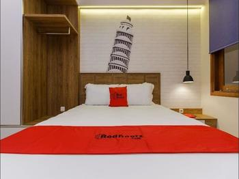 RedDoorz Plus @ CBD Bintaro Tangerang Selatan - RedDoorz Room with Breakfast  Regular Plan