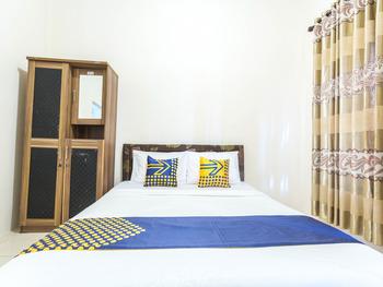 SPOT ON 1894 Khanida Lombok - Standard Double Room Regular Plan