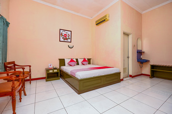 OYO 2495 Hotel Wijaya Banyumas - Deluxe Double Room Last Minute