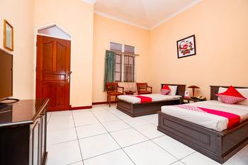 OYO 2495 Hotel Wijaya Banyumas - Suite Twin Room Early Bird