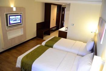 M Regency Makassar - Deluxe Twin Room Only Regular Plan