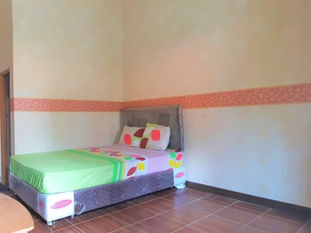 OYO 3173 Wisma Pkp-ri  Pandeglang - Deluxe Double Room Regular Plan