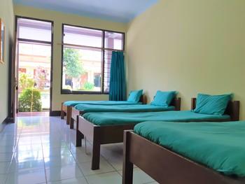 OYO 3173 Wisma Pkp-ri  Pandeglang - Standard Family Room Regular Plan