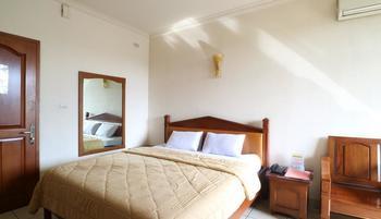 Hotel 678 Cawang - Standard Room Breakfast Included Minimum Stay