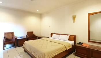 Hotel 678 Cawang - Superior Room Breakfast Included Minimum Stay