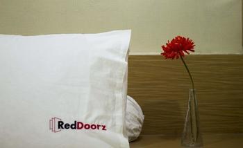RedDoorz @ Mayjen Sungkono Surabaya - RedDoorz Room Special Promo Gajian