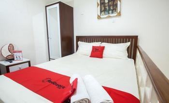RedDoorz @ Mayjen Sungkono Surabaya - RedDoorz Room Regular Plan
