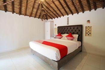 OYO 1115 Villa And Resto Kubu Selem Etnik Bali - Deluxe Double Room Regular Plan