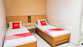OYO 2085 Chrysanta Near RSUP Hasan Sadikin Bandung - Deluxe Twin Room Regular Plan