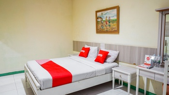 OYO 2085 Chrysanta Near RSUP Hasan Sadikin Bandung - Standard Double Room Regular Plan