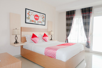 OYO 696 Hasanah Guest House Syariah De Saphire Malang - Deluxe Double Room Regular Plan