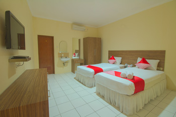OYO 688 Grand Pakidulan Hotel Sukabumi - Deluxe Twin Room Regular Plan