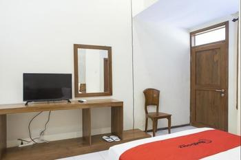 RedDoorz near Baluran National Park Situbondo - RedDoorz Room AP 10