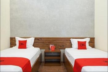 RedDoorz near Baluran National Park Situbondo - RedDoorz Twin Room Regular Plan