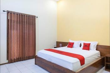 RedDoorz near Baluran National Park Situbondo - RedDoorz Suite Room Regular Plan