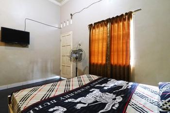 Graha Soeltan Hotel Medan - Standard Room with Fan  Minimum Stay