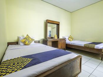 SPOT ON 1970 Hotel Priangan Tasikmalaya - Standard Twin Room Regular Plan