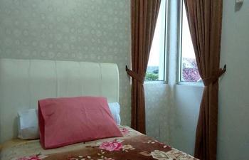 de Azure Homestay Yogyakarta - Mahogany with Fan Regular Plan
