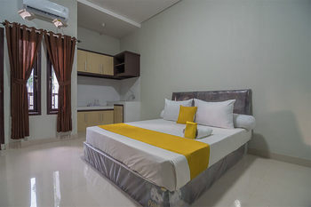 Aziz Guest House Syariah Sukabumi - Deluxe Room Basic Deals