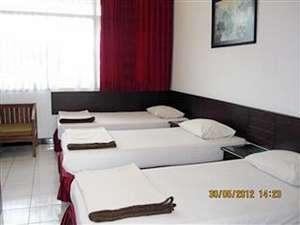 Hotel Santosa Malang - Moderate 3 Bed Room Only / No Refund Regular Plan