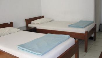 Hotel Santosa Malang - Standard 2 Bed Room Only / No Refund Regular Plan