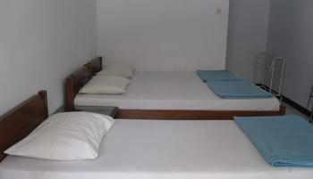 Hotel Santosa Malang - Standard 3 Bed Room Only / No Refund Regular Plan