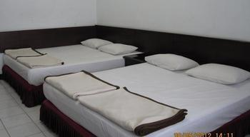 Hotel Santosa Malang - Moderate 4 Bed Room Only / No Refund Regular Plan