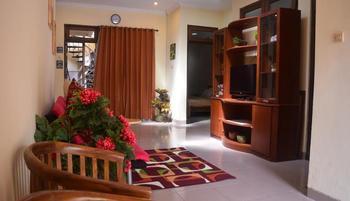 Ndalem Cemara Homestay Yogyakarta - House Regular Plan