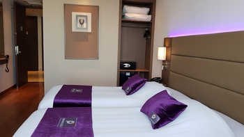Premier Inn Surabaya� - Deluxe twin - Smoking Regular Plan