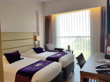 Premier Inn Surabaya� - Superior Twin Bed Regular Plan
