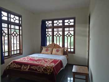 Good Karma Guesthouse Probolinggo - Standard 2 beds room Regular Plan