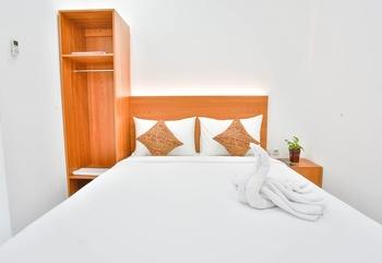 Sandy's Resto & Homestay Banyuwangi - Deluxe Bisnis with Hot Water Regular Plan