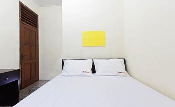 RedDoorz @Cempaka Putih Barat Jakarta - RedDoorz Room Special Promo Gajian