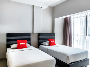 OYO 3811 Best Inn Hotel Jakarta - Deluxe Twin Room Last Minute Deal