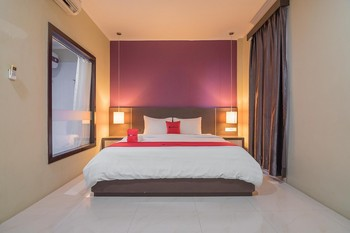 RedDoorz Plus @ Tanjung Pandan Belitung 2  Belitung - RedDoorz Room Basic Deal