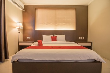 RedDoorz Plus @ Tanjung Pandan Belitung 2  Belitung - RedDoorz Suite Room Basic Deal