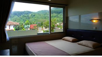 Hotel Tirta Kencana Baturraden Banyumas - Deluxe  Lt. 3 Regular Plan
