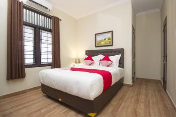 OYO 572 Omah Gedongkuning Syariah Homestay Yogyakarta - Deluxe Double Room Regular Plan