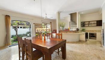 Villa Kresna Bali - Duplex Villa with Garden View + Breakfast Last Minute