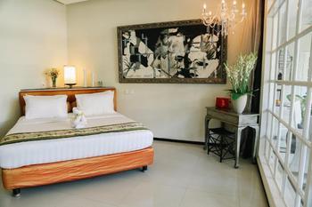 Villa Kresna Bali - Casa Artista Pool View Suite Regular Plan